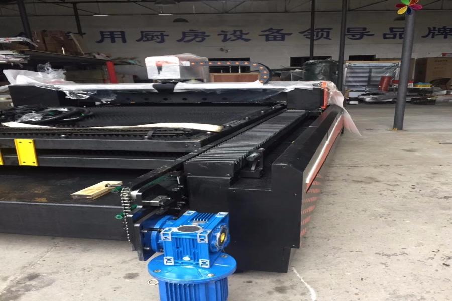 公司新增大型激光切割机一台